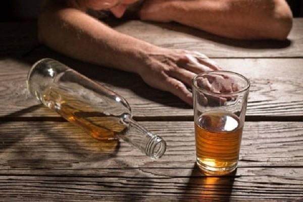 Rượu bia có thể gây rụng tóc