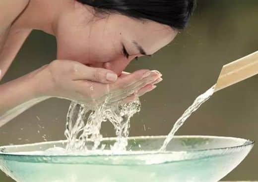Người bệnh cần vệ sinh sạch sẽ gương mặt