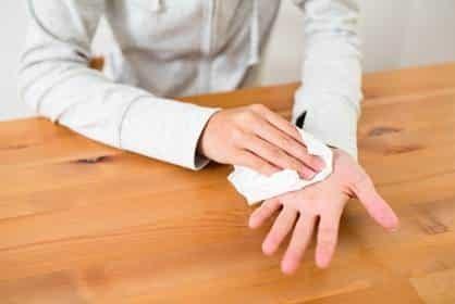 Đổ mồ hôi tay ảnh hưởng đến mọi hoạt động thường ngày của người mắc