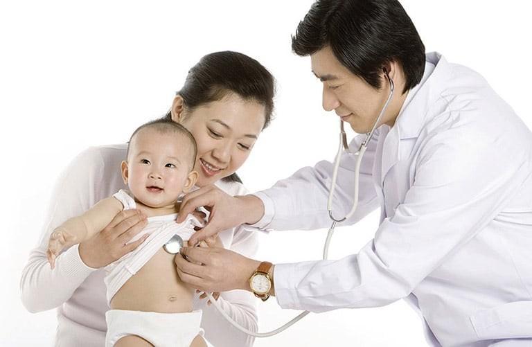 Hãy đưa bé đến gặp bác sĩ ngay khi có những dấu hiệu bất thường nguy hiểm