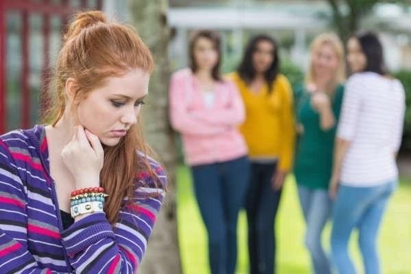 Người bị tăng tiết mồ hôi ngại giao tiếp xã hội