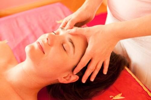 Xoa bóp bấm huyệt giúp phòng ngừa và ổn định huyết áp nhờ vào tác dụng thư giãn và gia tăng hoạt động phó giao cảm