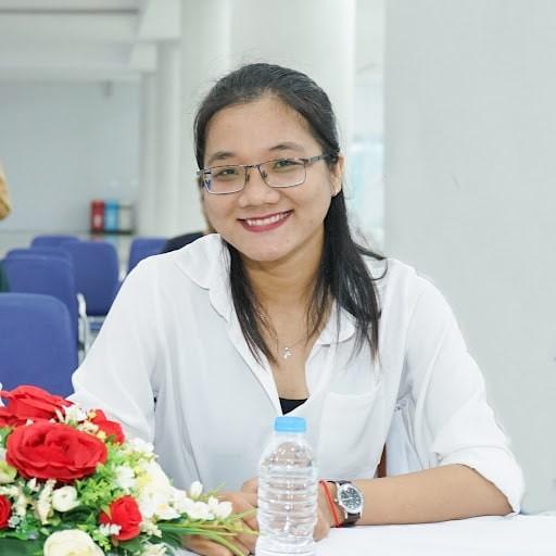 Bác sĩ Kim Thạch Thanh Trúc