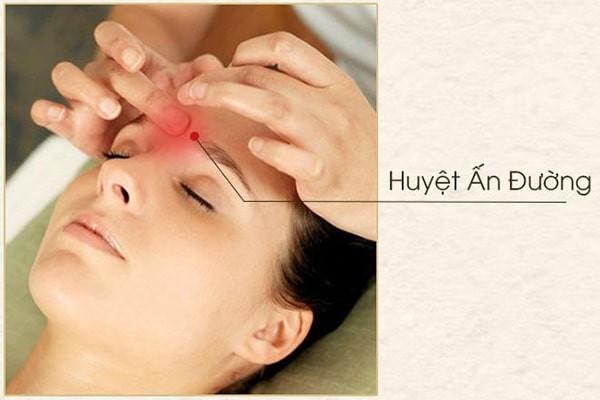Hình ảnh vị trí huyệt Ấn Đường chữa sổ mũi